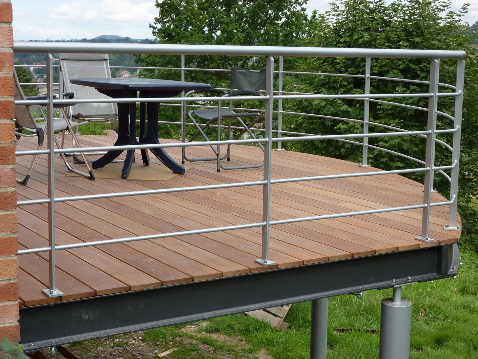 Ossature Métallique Pour Terrasse Bois terrasse sur pilotis esneux. structure bois et métal.